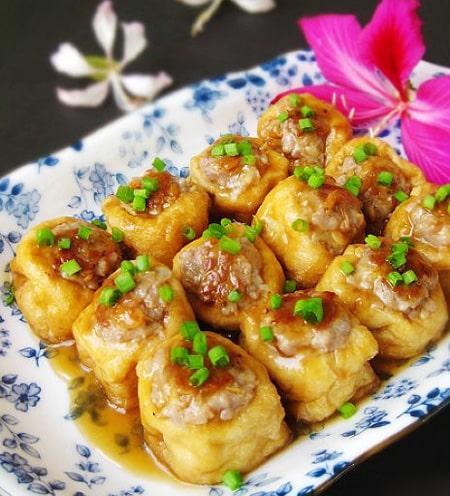 Đậu phụ nhồi thịt – Gebratener und gefüllter Tofu