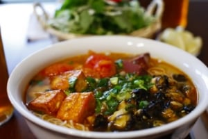 Bùn bung – Vietnamesische, delikate Rippchensuppe