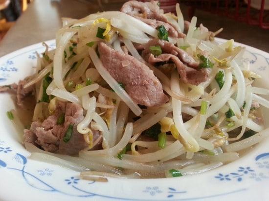 Hu Tieu Xao Bo – Rindfleisch-Nudeltopf mit Sojasprossen